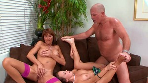Hard threesome in company with Desi Foxx