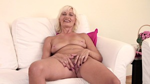 Masturbation alongside super sexy MILF