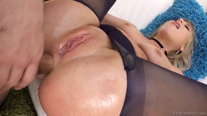 Big ass in pantyhose raw pussy eating