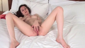 Skinny girl goes for raw sex