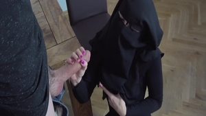 Poor muslim babe finds irresistible orgasm