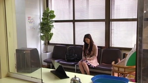 Asian doctor Maria Ono rough masturbating in the clinic