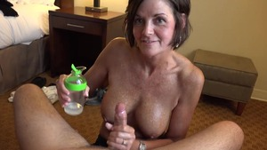 Tanned amateur finds pleasure in getting a facial