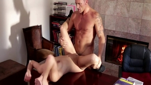 Bubble butt Sara Luvv banging dick sucking on the table