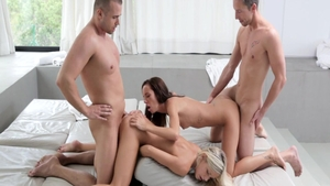 Horny swinger Dido Angel finds irresistible loud sex