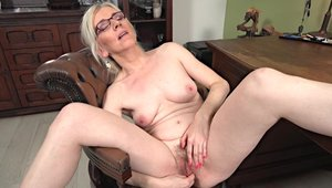 Lustful wife goes in for hard slamming