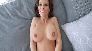 Sloppy fucking together with super sexy MILF Syren De Mer