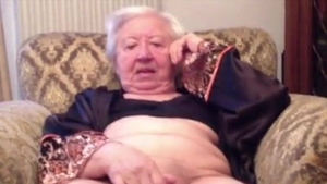 Granny gets a buzz out of fingering in nylon HD