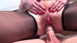 Mature feels the need for raw sex